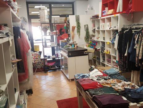 Vendesi tabaccheria, cartoleria, abbigliamento intimo, Collecchio, Parma