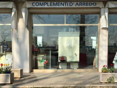 Negozio e appartamento, Stanghella, Padova
