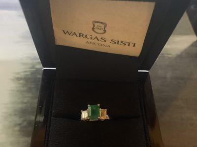 anello oro bianco 18 kt con smeraldo