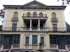 Villa stile Liberty 5 piani indipendenti con ascensore, Salò, Brescia