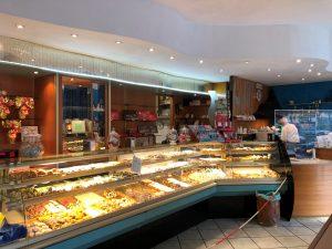 Pasticceria caffetteria con 50 anni di attività a La Spezia - zona stazione ferroviaria centrale.