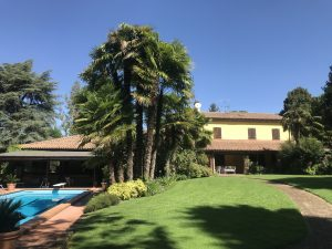 Vilal con parco di 16000 mq, piscina, 2 campi da tennis e laghetto, Cesena